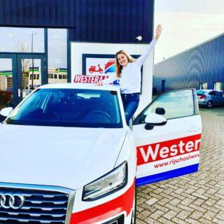 Hoera 🥳 Vandaag is Dannyck Weststrate uit #Arnhem in 1️⃣✖️geslaagd voor haar rijbewijs ! Van harte gefeliciteerd Dannyck 🌸 🥳 Je kreeg een moeilijke examenroute richting het centrum van Arnhem, maar voor jou geen enkel probleem, want jij kan overal goed autorijden 😁🚗 Het rijbewijs dan ook helemaal verdiend! Het rijbewijs komt je goed van pas om samen met je oma te touren en op stap te gaan. Super leuk ! We wensen je heel veel rijplezier en veilige km! Succes met je studie bedrijfskunde. Groeten van ons allemaal Team Rijschool Westeraam