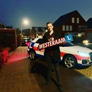 Hoera 🎉 Vandaag is ook Thom Zoomer uit #Arnhem geslaagd voor zijn rijbewijs 🥳 Van harte gefeliciteerd Thom ! 🎉👍 Keurige examenrit gereden en hiermee het terecht het rijbewijs in de pocket. We wensen je heel veel rijplezier en veilige km en succes met je studie. Groeten van ons allemaal: Team rijschool Westeraam