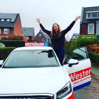 Hoera 🎉 Vandaag is ook Inger Dekker uit #Elst geslaagd voor haar rijbewijs 🥳 Van harte gefeliciteerd lieve Inger 🌺 Mooie examenrit neergezet. Super goed gedaan. Nu fijn je rijbewijs ophalen en een poosje to2Drive rijden en wanneer je 18 bent zelfstandig de weg op. We wensen je heel veel rijplezier en veilige km en succes met je studie finance en control. Dat komt ook helemaal goed met jou inzet en doorzettingsvermogen. Groeten van ons allemaal: Team rijschool Westeraam